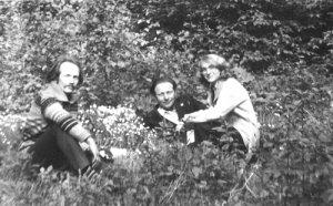 1979 р., Валентина Чорновіл, Ярослав Малицький та Валентина Чорновіл під час засланської відпустки у селі Вільхівець
